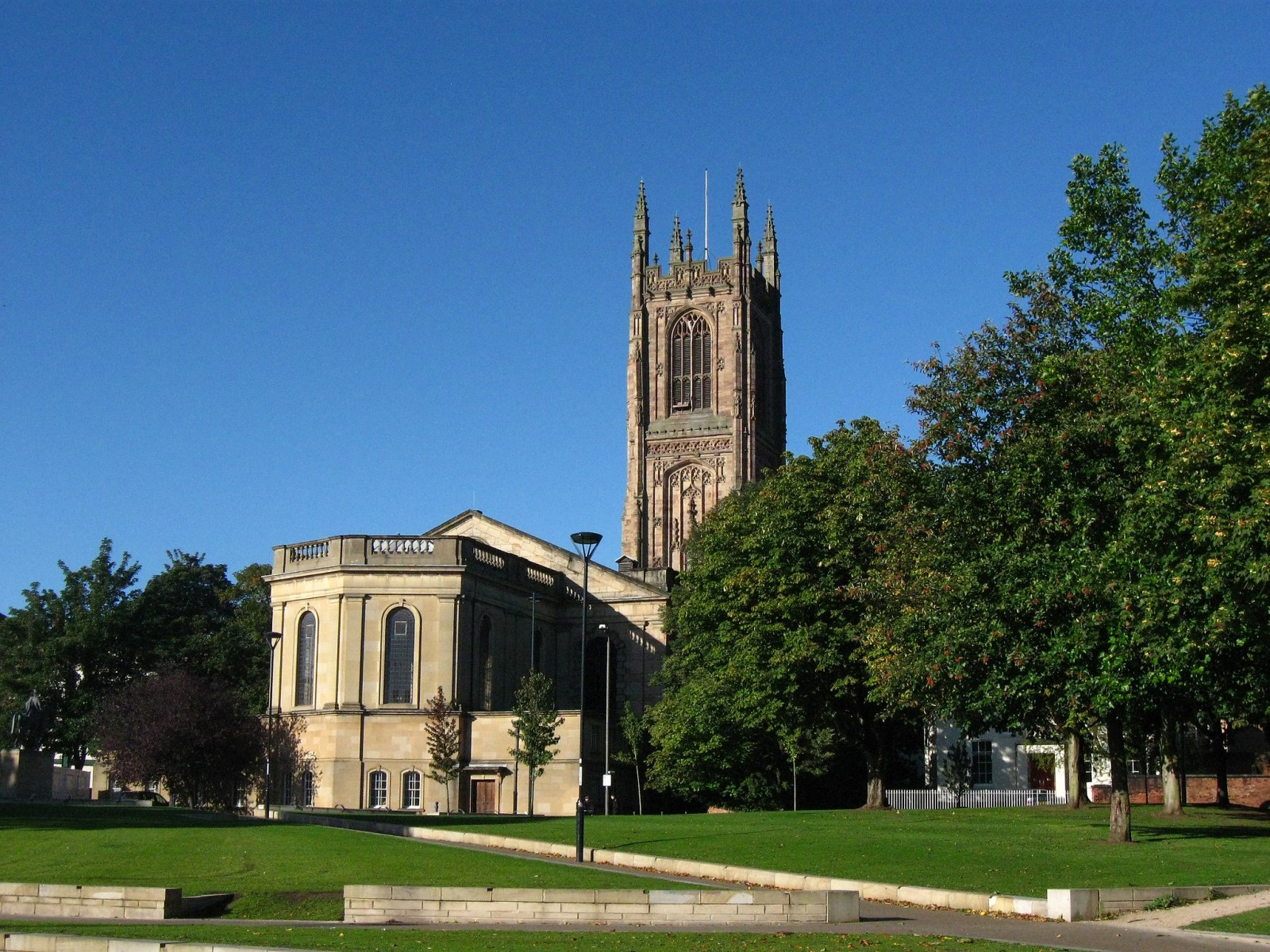 2048px-Derby_Cathedral_England.jpg